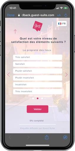 iPhone présentant une enquête de satisfaction Guest Suite avec une question de type Echelle de Likert